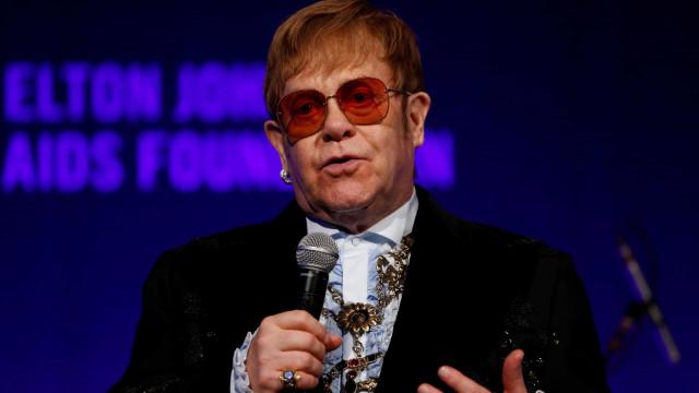Elton John demite banda e funcionários após ter shows cancelados