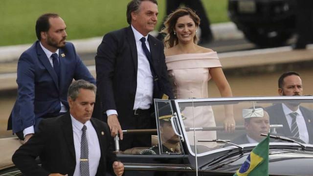 Vestido rosê de Michelle Bolsonaro agrada especialistas