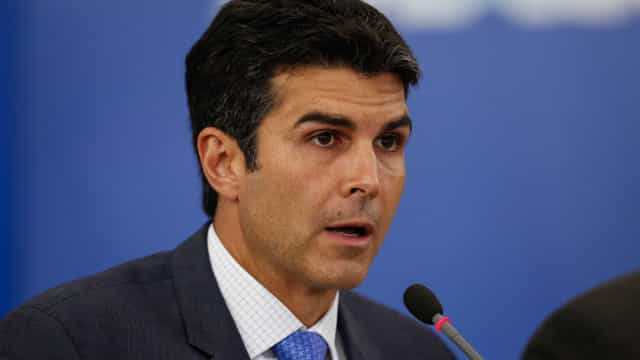 Contra impacto de R$ 500 mi, Barbalho quer derrubar adicional a militar