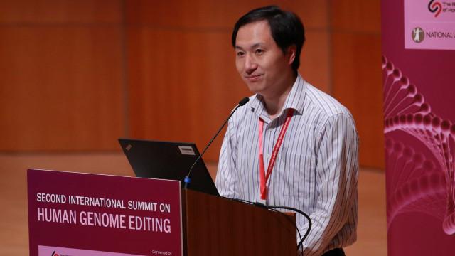 Chinês que diz ter criado bebês resistentes a HIV estaria preso em casa
