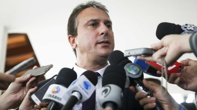 Governador do CE sanciona novas leis para conter ataques no estado