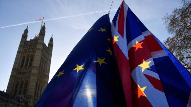 Governo britânico recua e não submete acordo ao parlamento