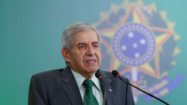 Parlamentares acionam PGR por reunião de Heleno e Ramagem com defesa de Flávio