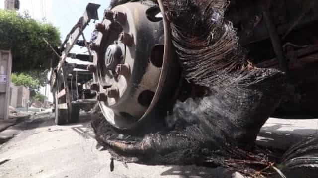 Manifestantes queimam ônibus após morte de adolescente em SP