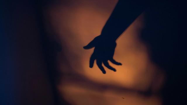 Tribunal condena homem por importunação sexual de menor mesmo sem contato físico