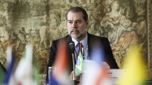 Toffoli entrega a Bolsonaro lista tríplice para vaga no TSE