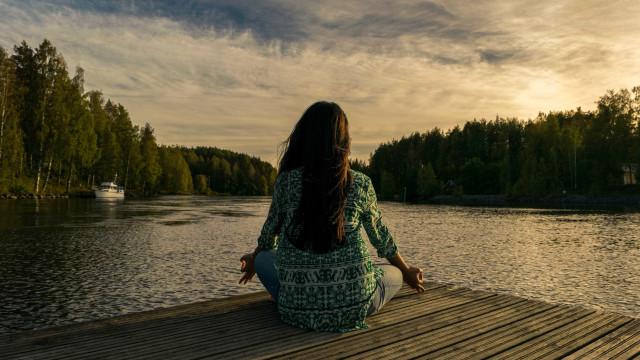 Aprenda a fazer exercício de meditação que ajuda a aliviar ansiedade