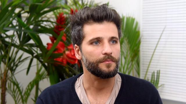 Longe da Globo, Bruno Gagliasso ironiza novelas e fala de 'Surubão'