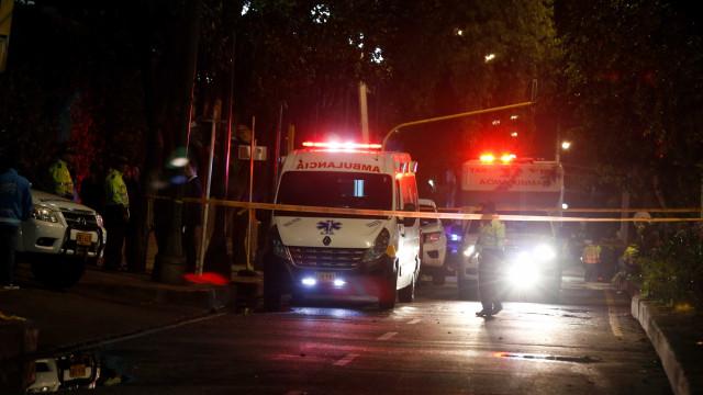Atentado com carro-bomba mata ao menos oito em Bogotá