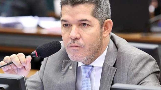 Waldir diz que Bolsonaro é covarde e se dobra a generais em reforma