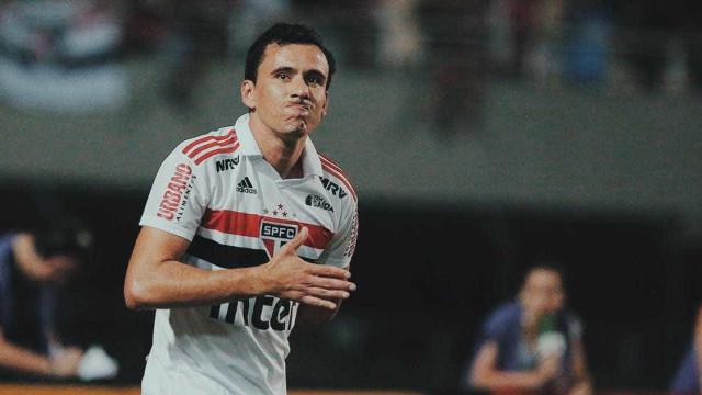 São Paulo perde de argentinos e se complica na Libertadores