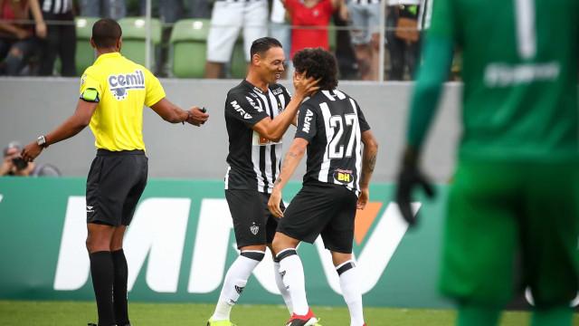 Ricardo Oliveira faz três, e Atlético-MG goleia o Boa em estreia