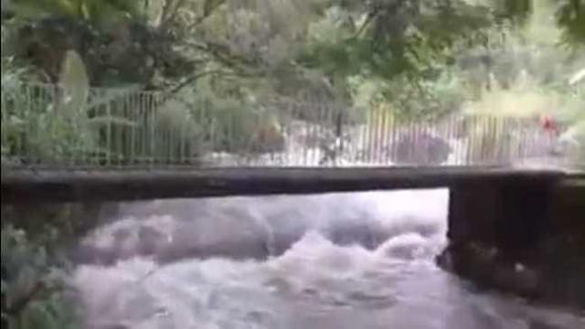 Tromba d'água deixa morto e desaparecidos em Itatiaia, no Rio