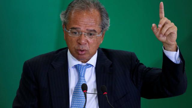 Guedes promete reformas, manter gastos sociais e acabar com privilégios