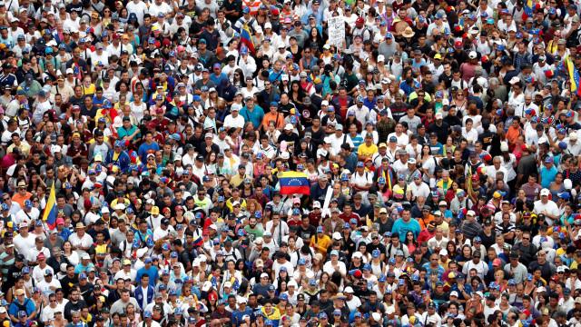 Oposição e chavistas fazem novas manifestações hoje na Venezuela