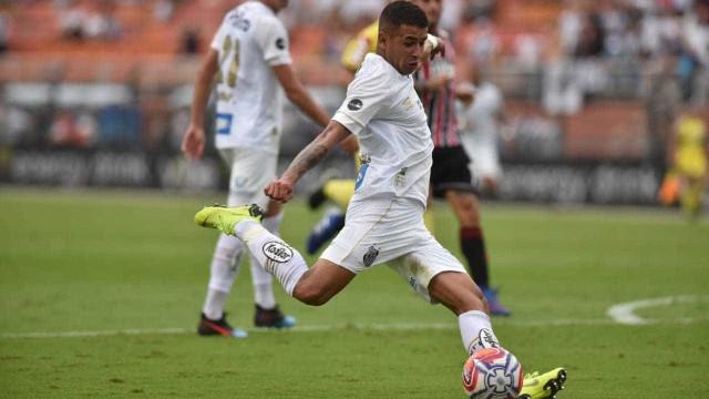 Santos vence São Paulo e se mantém como único time 100% no Paulista
