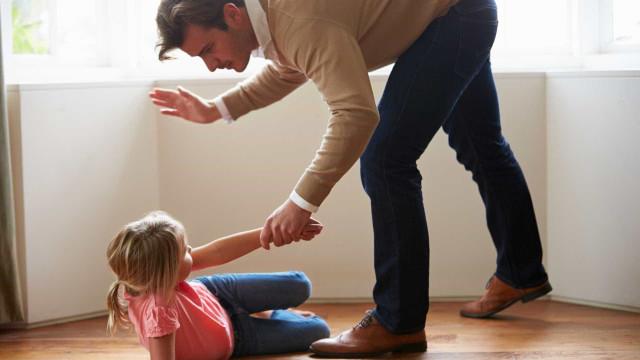 Isolamento social pode agravar castigos e palmadas, diz pesquisa