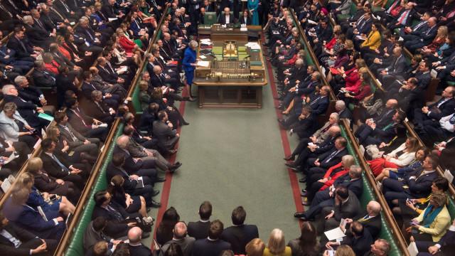 Deputados britânicos votam hoje para determinar rumo do 'brexit'