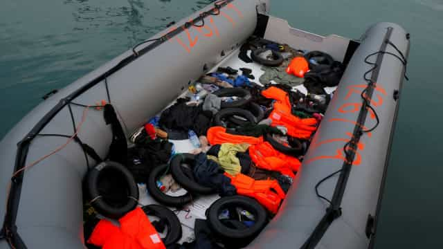 Naufrágio de dois barcos deixa 28 mortos e 130 desaparecidos