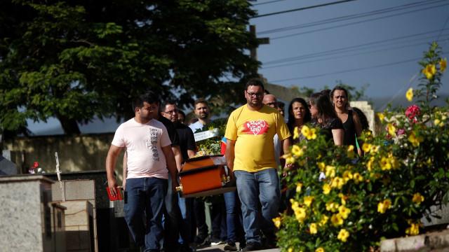 Um mês após tragédia em Brumadinho, ainda restam luto e lama