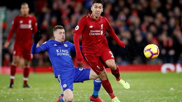 Liverpool tropeça e só empata com o Leicester, mas segue na liderança