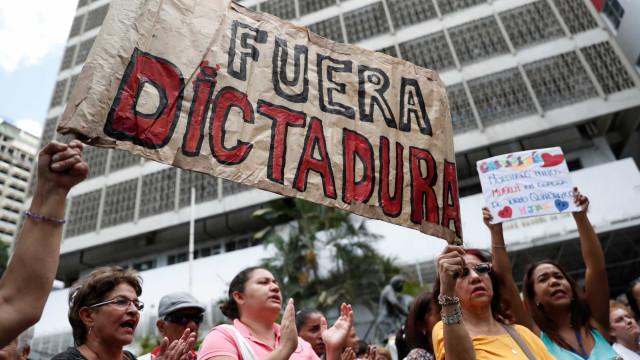 Novos protestos na Venezuela exigem ajuda humanitária
