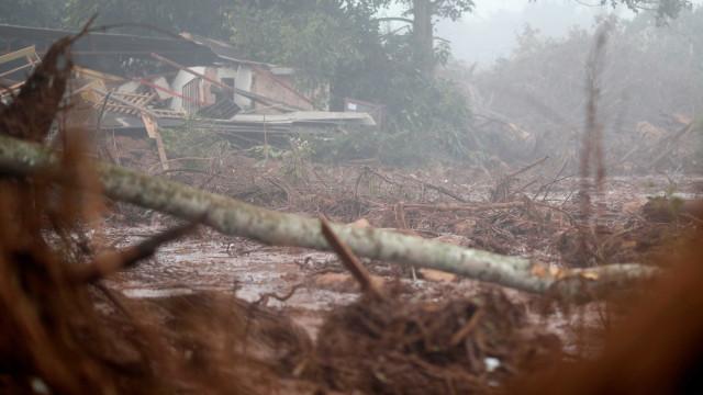Brumadinho: bombeiros suspendem buscas devido à chuva