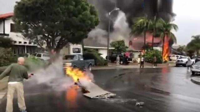 Cinco pessoas morrem após avião cair sobre casa na Califórnia
