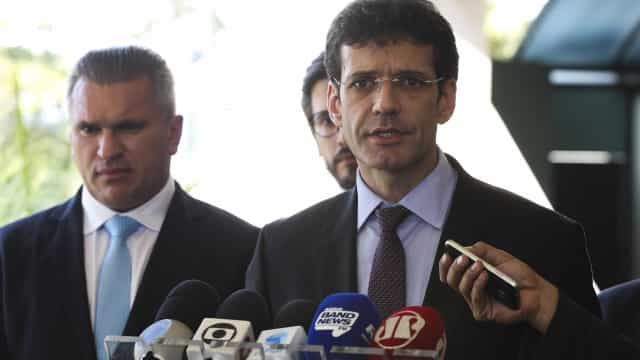 Desembargador proíbe novos inquéritos contra ministro do Turismo
