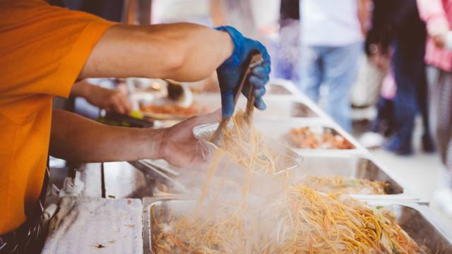 Atenção folião: comida de rua pode trazer problemas para seu carnaval