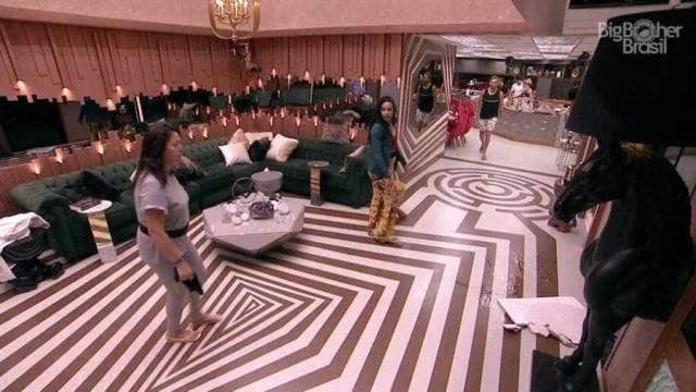 BBB19: Brothers gritam que parte do teto caiu e ficam para fora de casa