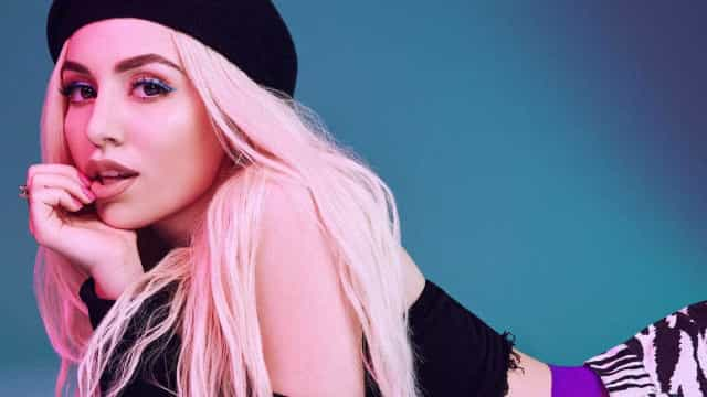 Conheça Ava Max, a mistura de Lady Gaga e Marina and the Diamonds