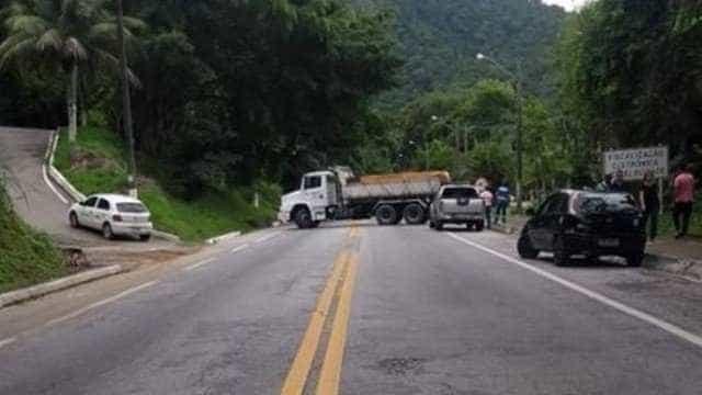 Angra dos Reis: tiroteio fecha Rio-Santos e deixa motoristas em pânico
