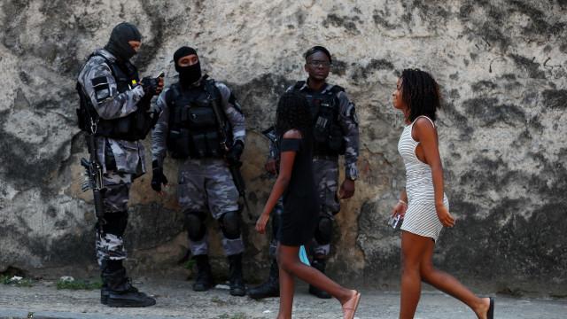 Operação policial deixa quatro mortos em favela do Rio