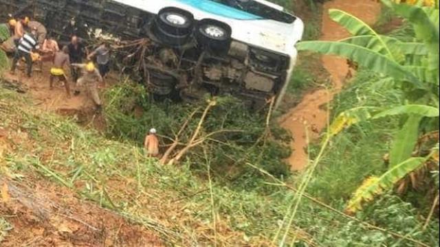 Ônibus cai em ribanceira e deixa ao menos 4 mortos em trecho da BR-222 no Maranhão