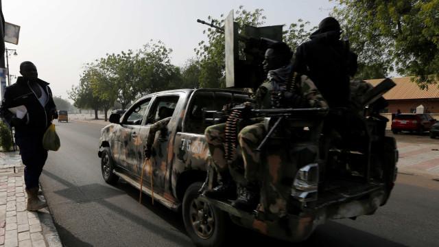 Às vésperas de eleição, onda de violência mata 66 na Nigéria