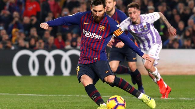 Barcelona vence e amplia vantagem no Espanhol