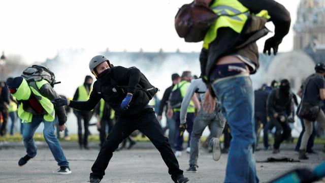 Protesto de coletes amarelos é marcado por violência