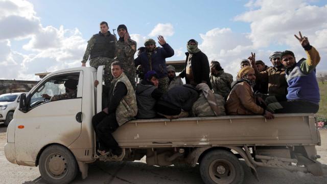 Começa evacuação de último enclave do Estado Islâmico na Síria
