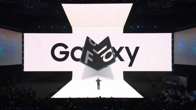 Samsung planeja mais dois smartphones de tela dobrável