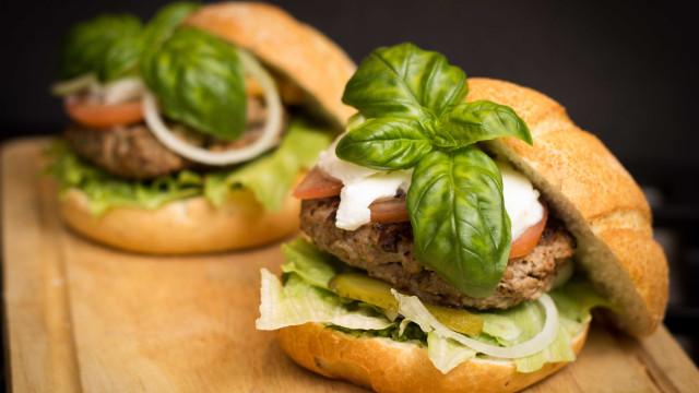 Aprenda a fazer um hambúrguer fitness de carne