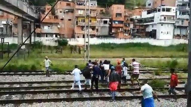 Ambulantes agridem seguranças em estação da CPTM em Carapicuíba