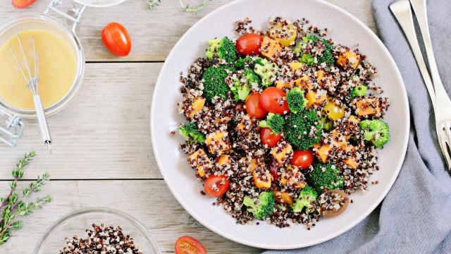 Superalimento: descubra sete benefícios da quinoa