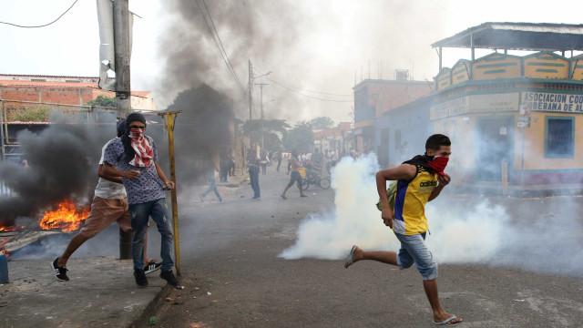 Venezuela: tropa lança lacrimogêneo contra quem tenta passar fronteira