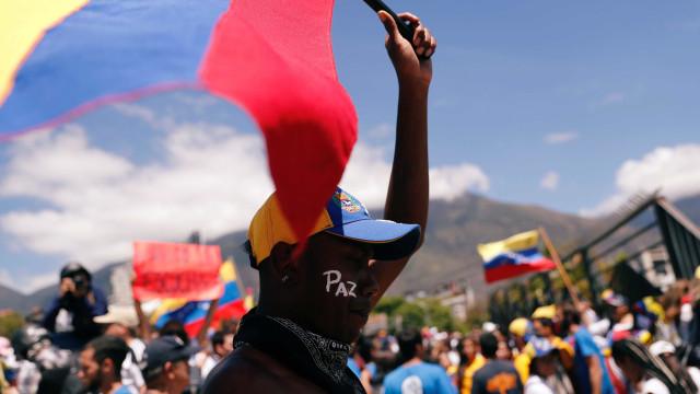 Maduro: Opositores que tentam entrar com ajuda são 'traidores'