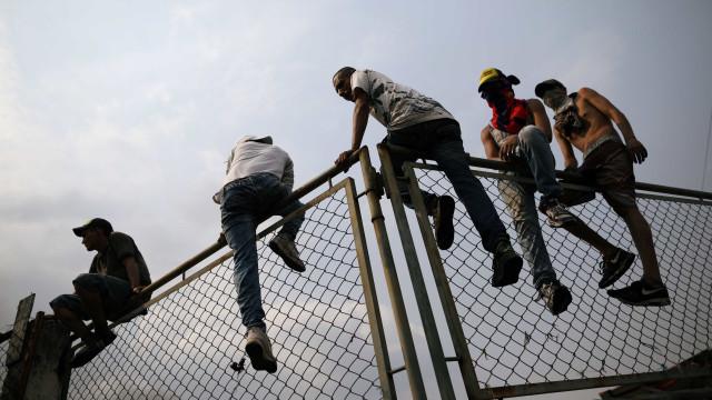 Mais 4 militares venezuelanos desertam pela fronteira brasileira