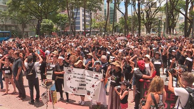 Famílias seguem luto sem corpo em Brumadinho um mês após tragédia