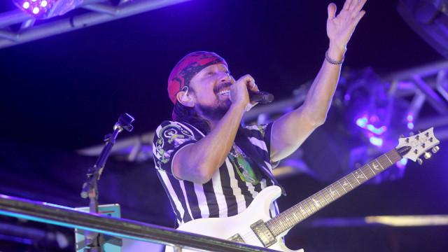 Bell Marques, Léo Santana e Claudia Leitte arrastam foliões em Salvador