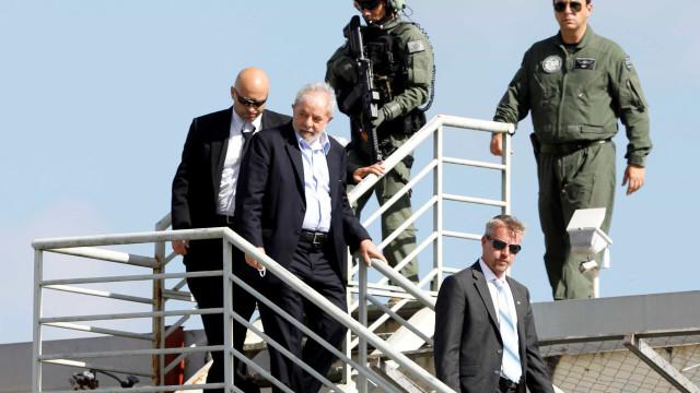 Após 2h no velório do neto, Lula retorna para sede da PF em Curitiba