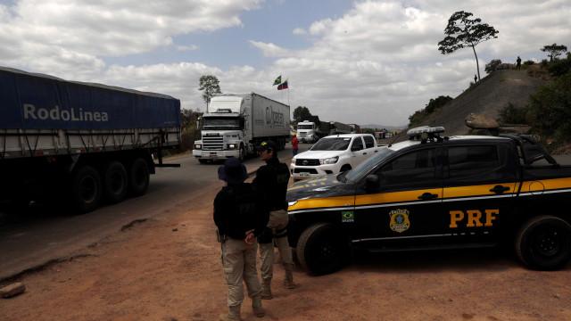 Brasil e Paraguai reabrem parcialmente suas fronteiras para comércio
